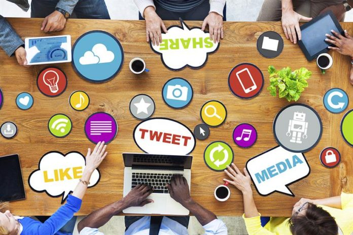 SocialMedia-20150803090851553-696x464